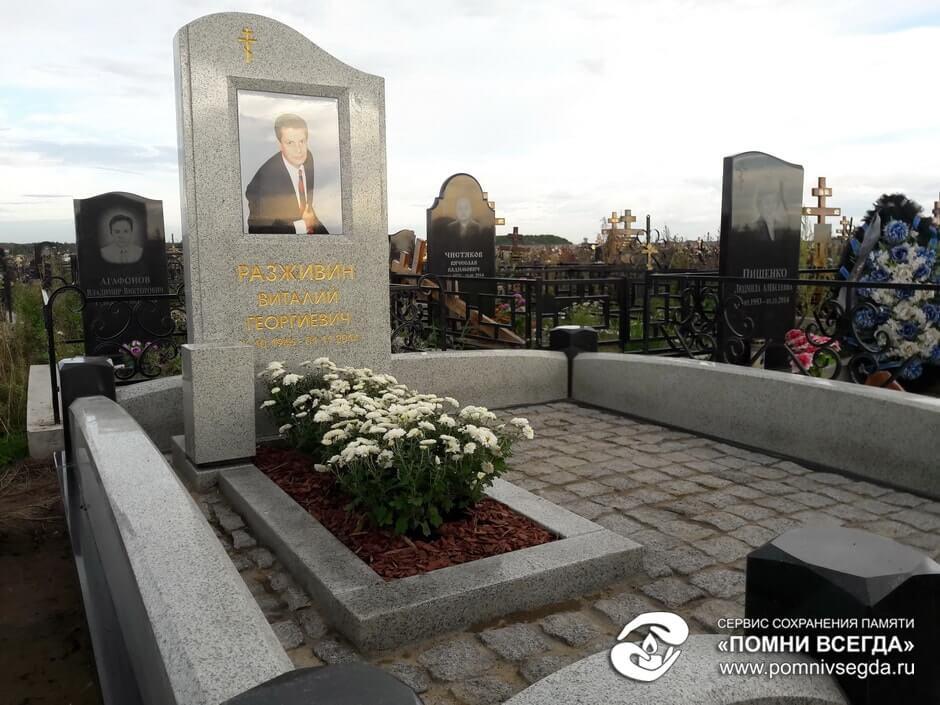 Памятник из цветного гранита Кирово-Чепецк Цоколь резной из габбро-диабаза Березники